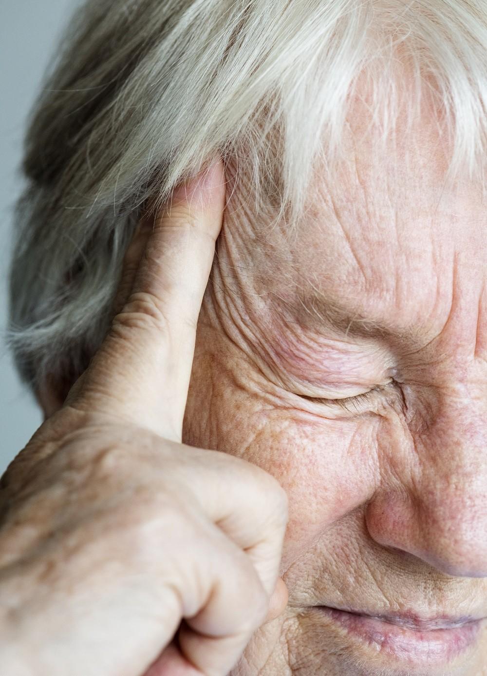 La migraña causa un dolor insoportable de cabeza