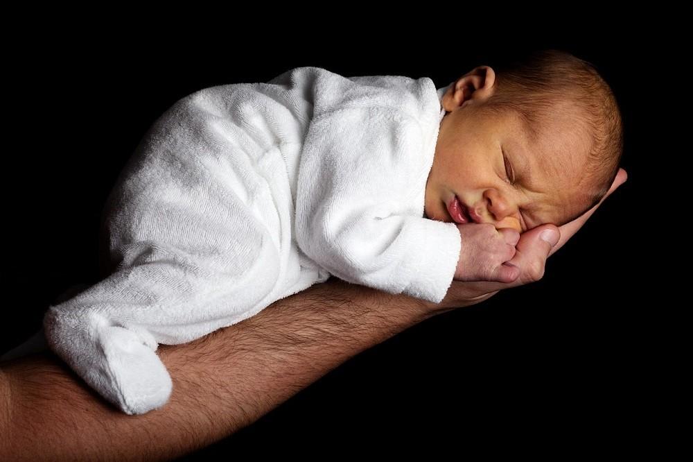 Un bebe que no tiene anomalías congénitas