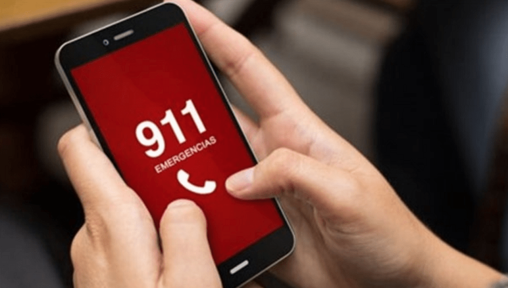 Celular con el 911 en su pantalla
